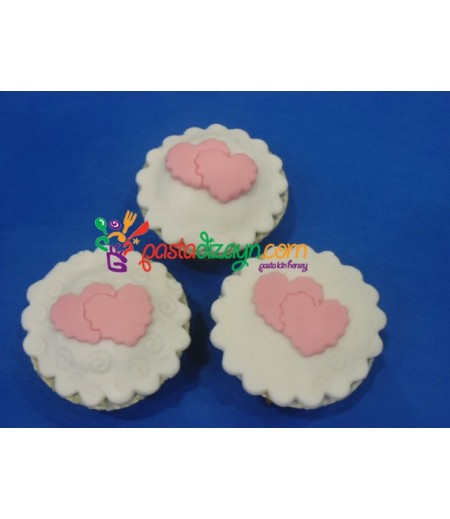 Kalp Temalı Cupcake Seti
